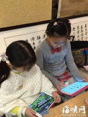 """福州6岁男孩歪脖子 罪在""""电子保姆"""""""